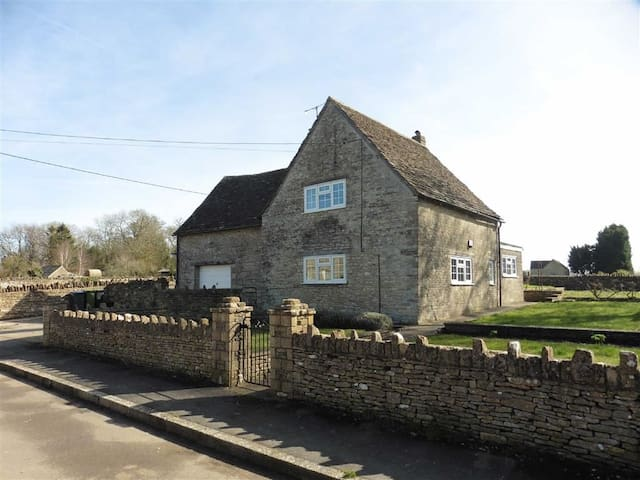 Ruby Cottage, Alderton - Wiltshire - Talo