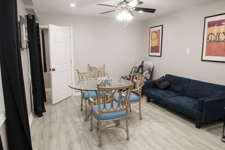 Apartment in Georgetown with Parking
