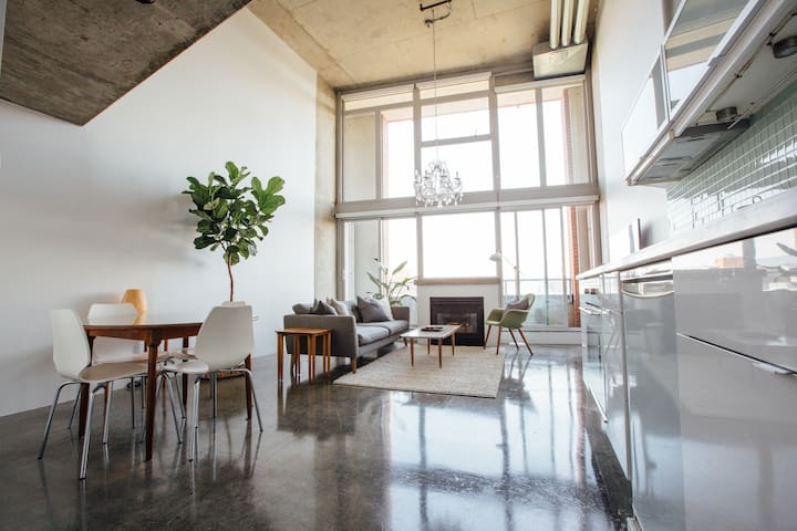 Gastown/Railtown Loft in Vancouver