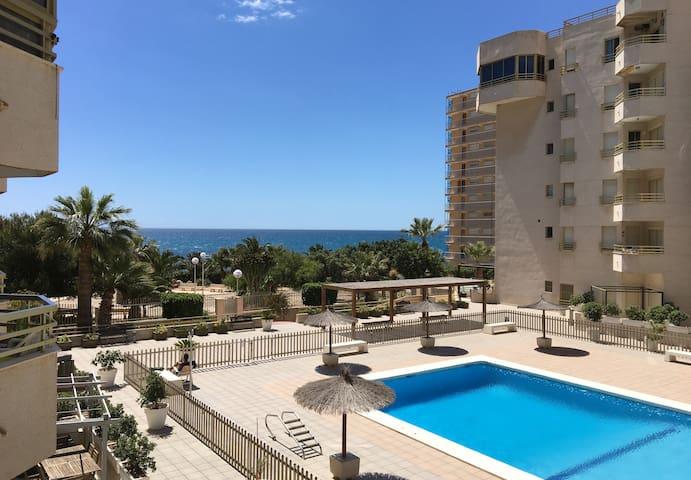 Beach front seaviews 2 bedrooms  pool 4 - 5p.