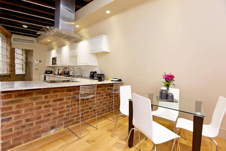 Modern and Luxury 2 Bedroom with AC, Oxford Street - Londres - Casa