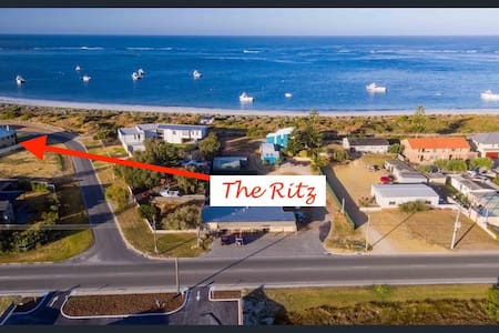 The Ritz On The Bay. Luxury for you. - Lancelin