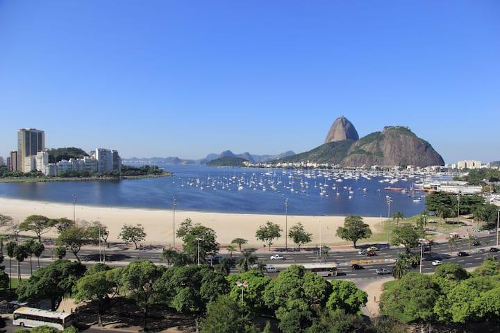 Quarto na Praia de Botafogo. Localização perfeita!