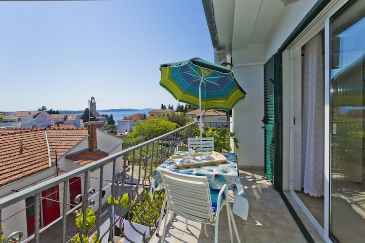 Cozy apart with a sea-view balcony - Hvar - Apartment