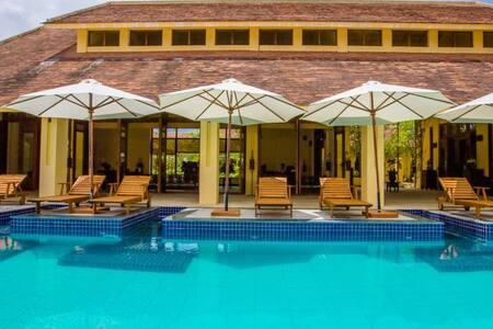 Premier Deluxe king bed the Blossom Resort - Da Nang