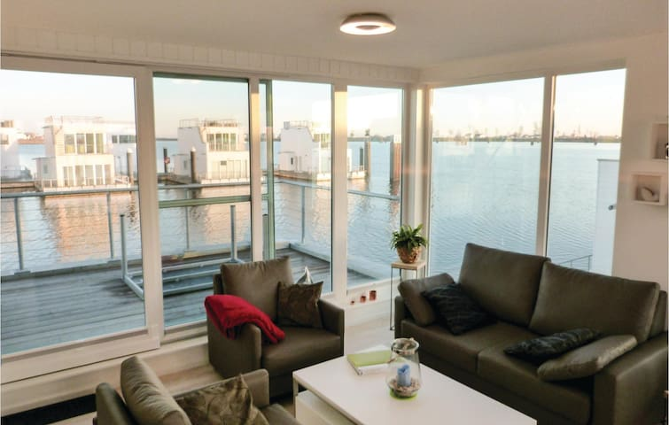 Houseboat with 2 bedrooms on 97 m² DSH434