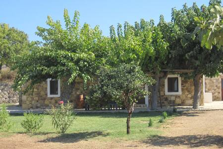 The Stone Cottage, peace and privacy - Zipari