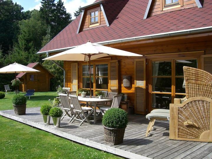 stilvolles Ferienhaus mit Strandkorb und Grillkota