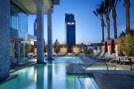 Expansive Strip Views on 50th Floor, Open balcony - 라스베가스(Las Vegas)
