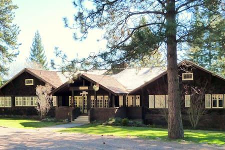 Point Comfort Lodge