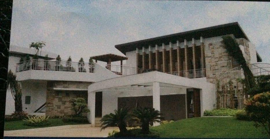 The Titanium Villa near R hotel Rancamaya