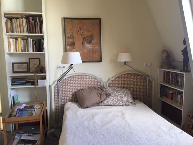 tweepersoons slaapkamer (bed 140 cm breed)