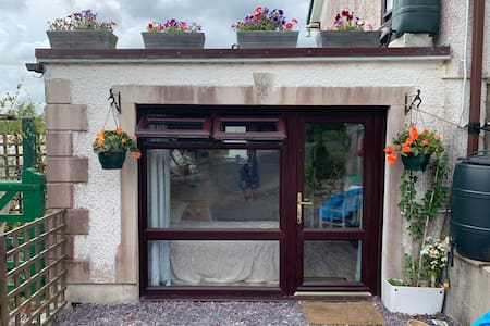 Private Entrance with 4 Beds in Newcastle Emlyn