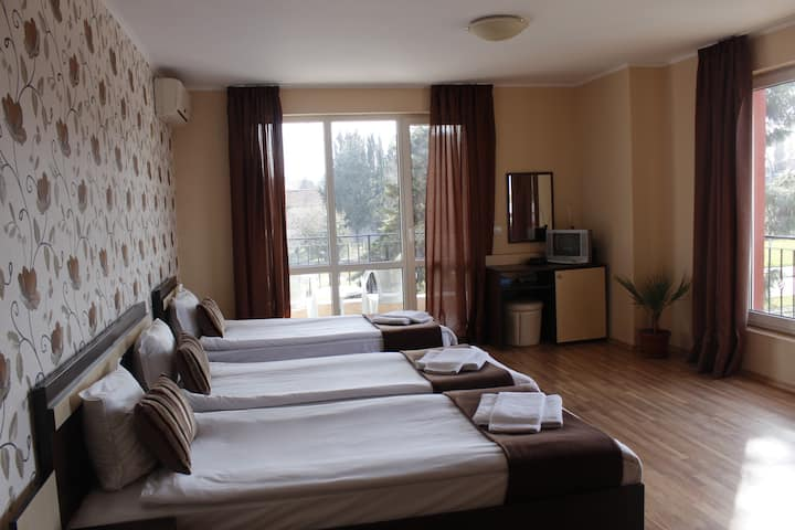 Triple room, 1km from the beach