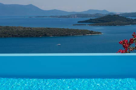 Villa Pasithea, stunning views and privacy!