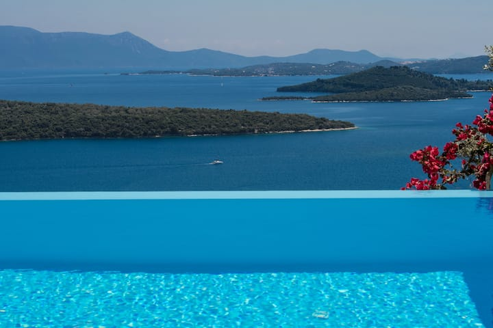 Villa Pasithea, stunning views and privacy!