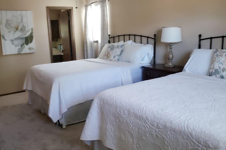 1st Bedroom- 2 queen bed