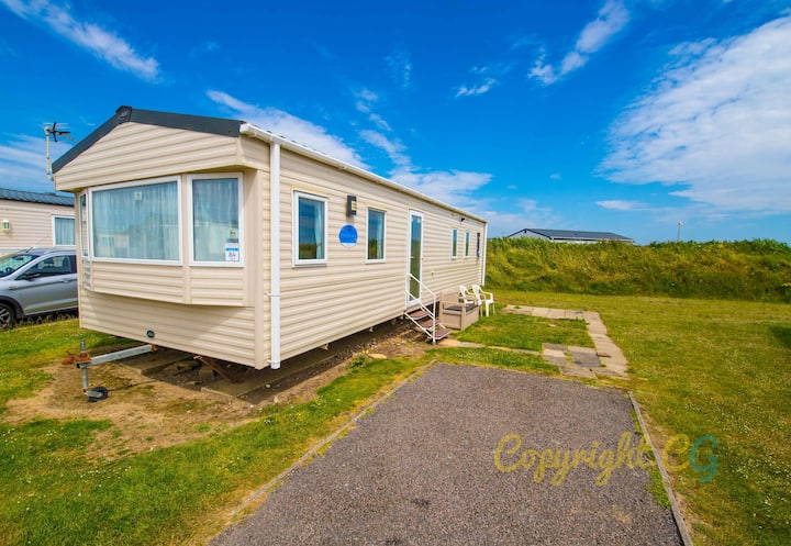 SP84 - Camber Sands Holiday Park - 3 Bedroom / Sleeps 8 - Private Parking