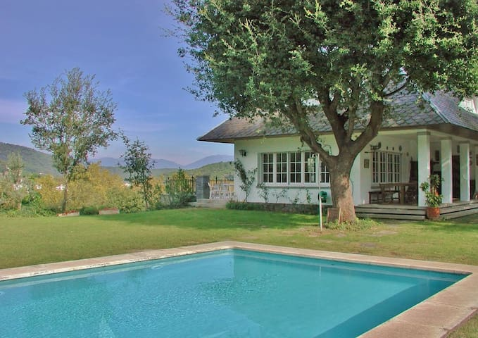 CM440 - Large cosy holiday villa with private pool close to Barcelona – great for large groups