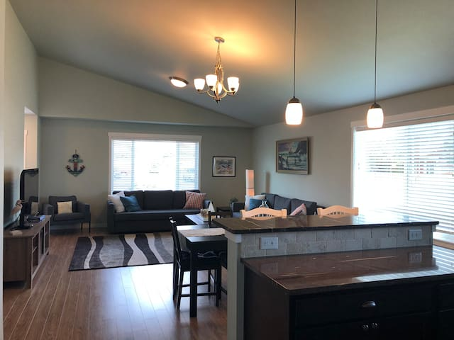 Contemporary 3bd 2ba-Walk to it all in Long Beach!