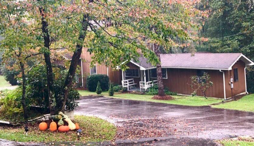 Parrish Retreat @ Linville Falls Cottage Rentals 4