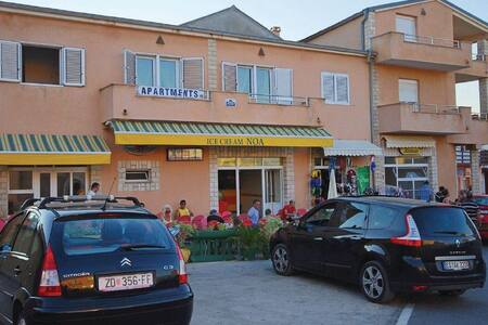 1 Bedroom Apts in Razanac #3 - Ražanac