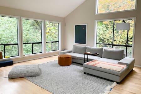 *Brand New Modern Woods Home