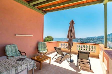 Dans villa bel appartement T1 Vue mer et montagne