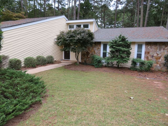 Private Home -Peachtree City: Movie Studios/ Quiet