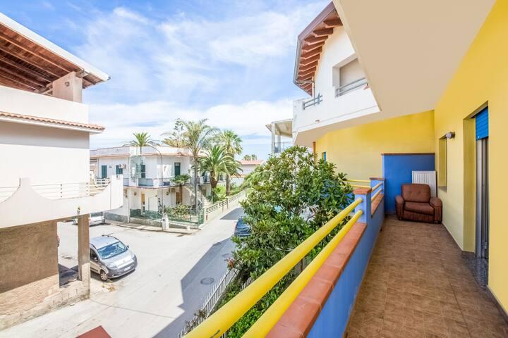 Cosy Holiday Home in Barcellona Pozzo di Gotto with Balcony