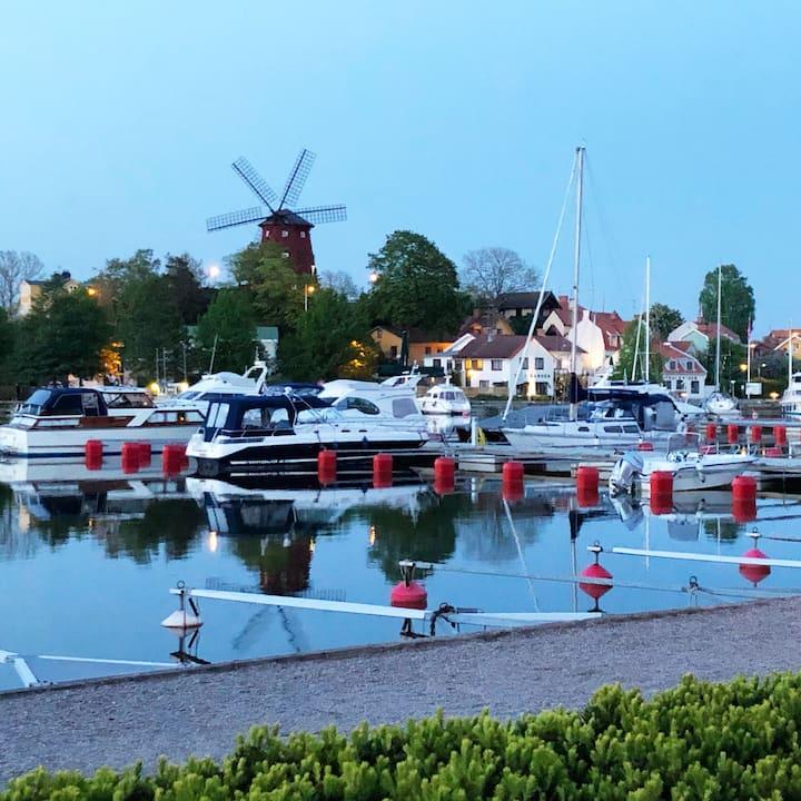 En vacker skånelänga i centrala Strängnäs