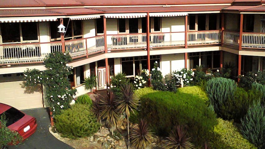 Self contained 2 Bedroom unit with amazing views - Lilydale - Apartment