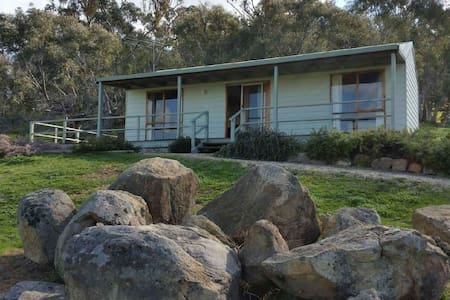 Warby Cottage - mountain views - Wangaratta South