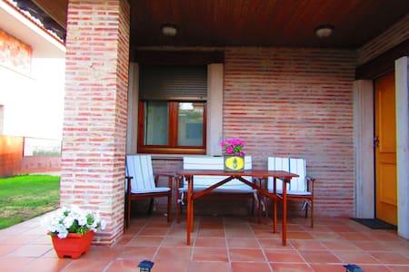Alojamiento tranquilo y relajante - Garray - Hus