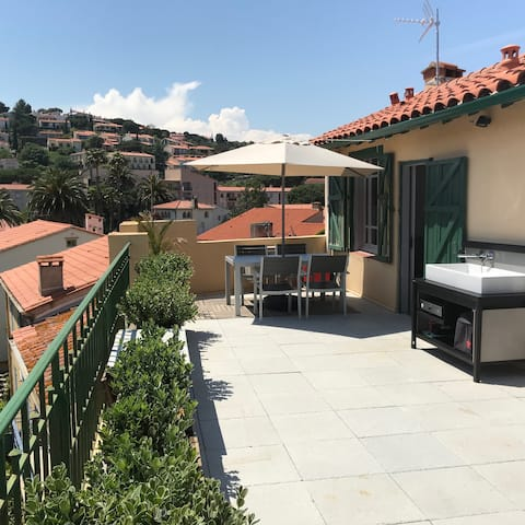 Roof-top apartment in old town with amazing views