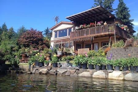 Beautiful Steel Lakefront Home - Federal Way - Talo