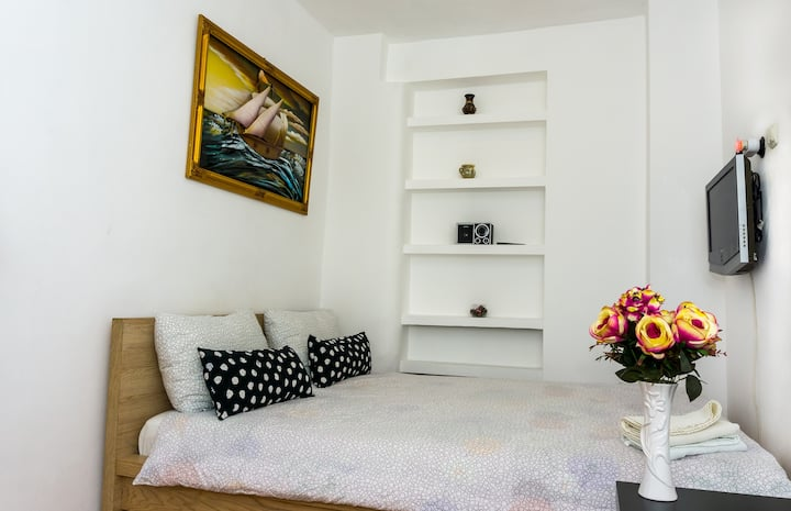 OLD TOWN  DOUBLE ROOM NR 4 &SELF CHECK IN & WASHER