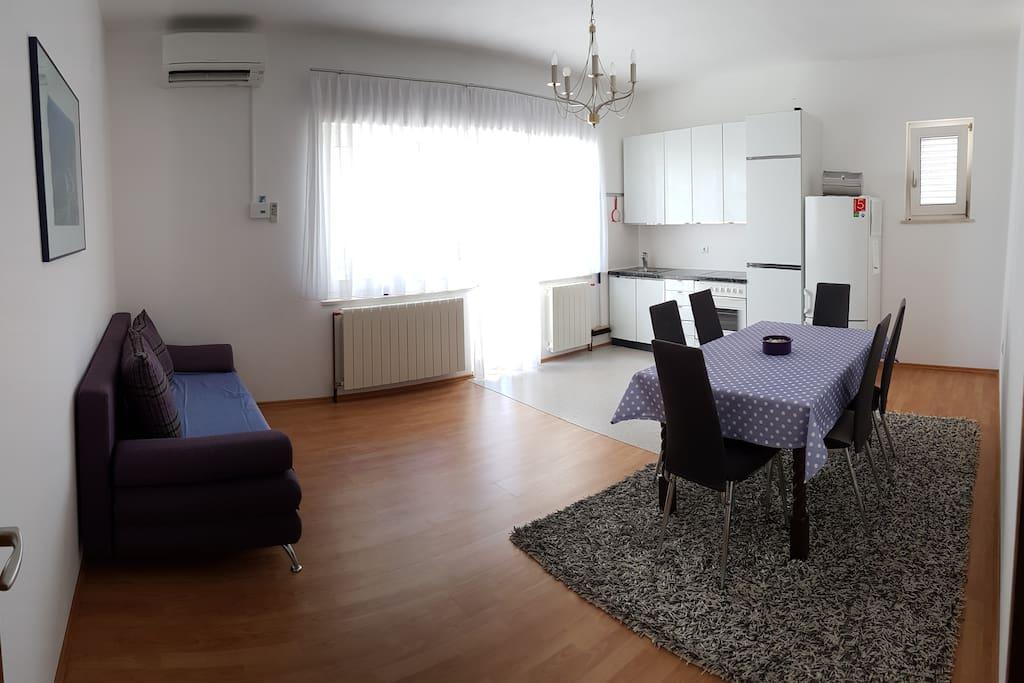 Küche / Esszimmer / CouchBed