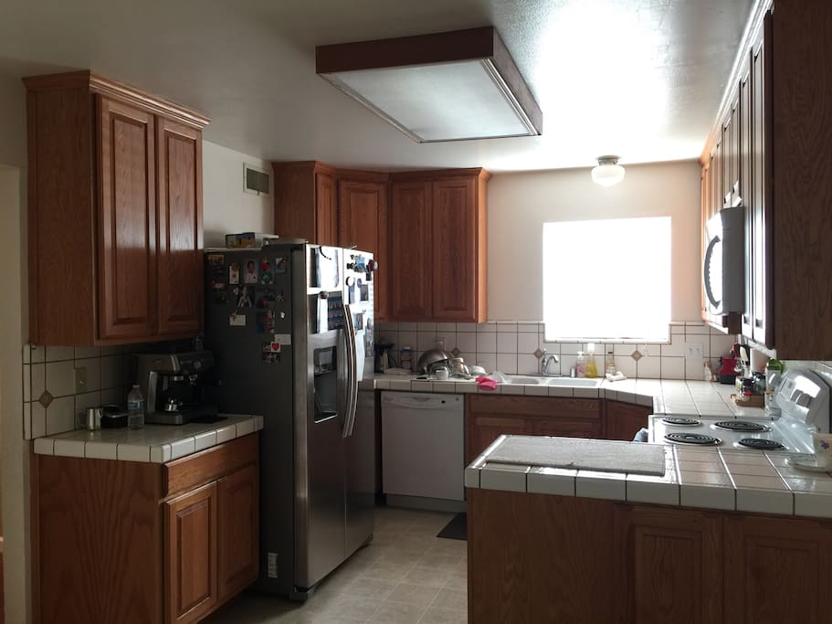 Shared kitchen. Fridge, Microwave, Cooktop&oven, Dishwasher and Espresso machine.