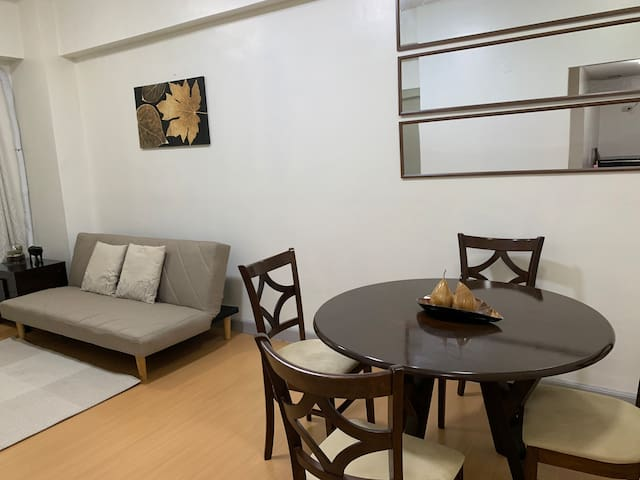 1br in Burgos Circle BGC near St Lukes & Serendra