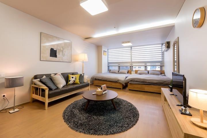 Modern luxury studio in gangnam! 5Sec to station!!