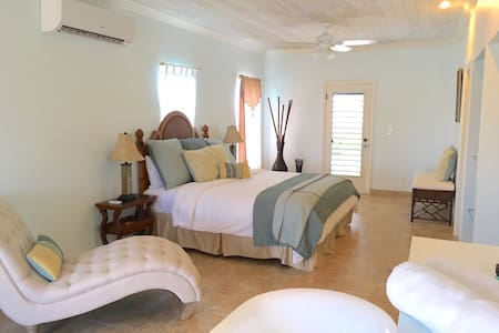 Pelican Beach Grace Bay 3 Bedroom - Leeward Settlement - 別荘