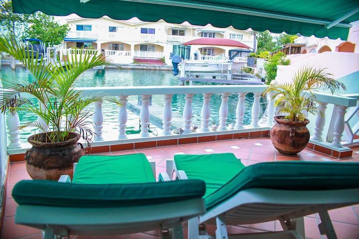 5 Star Waterfront Villa located in Jolly Harbour