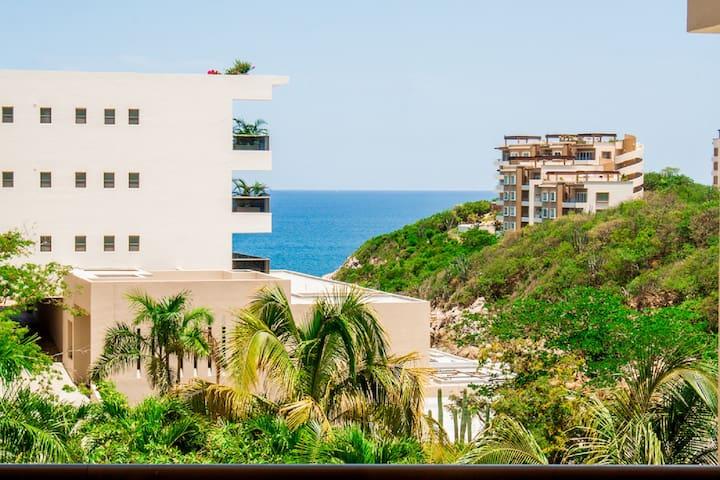 7D1 condo, 2 bed ocean view, pools, beach!