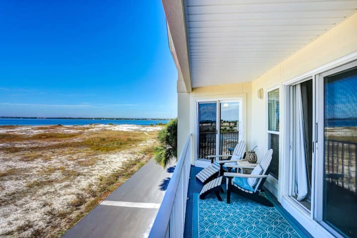 Beautiful and Relaxing! Sand & SEA-renity island retreat on Navarre Beach