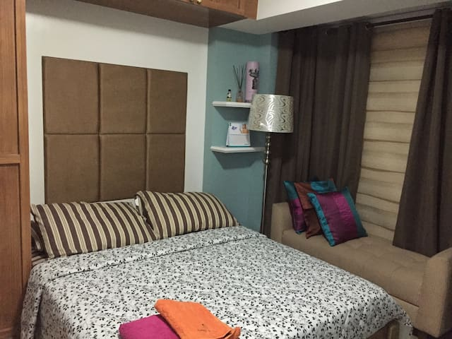 Resorts World clean/modern 1brCondo - Pasay - Apto. en complejo residencial