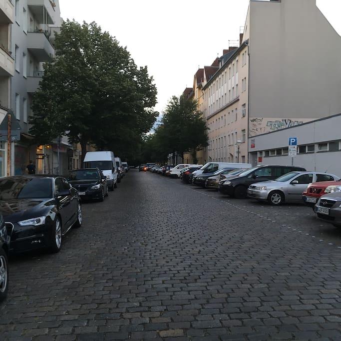 Einfahrt von der Müller Straße in die Türkenstraße.