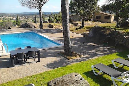 GÎTE RURAL Piscina Tenis & Relaxing - Girona - Hus