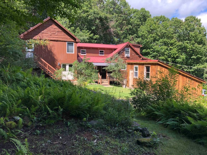 Luxury log cabin with views to Mt. Monadnock!