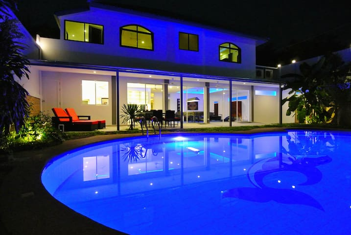 Pool Villa Penthouse Mansion 6- BR Central Pattaya